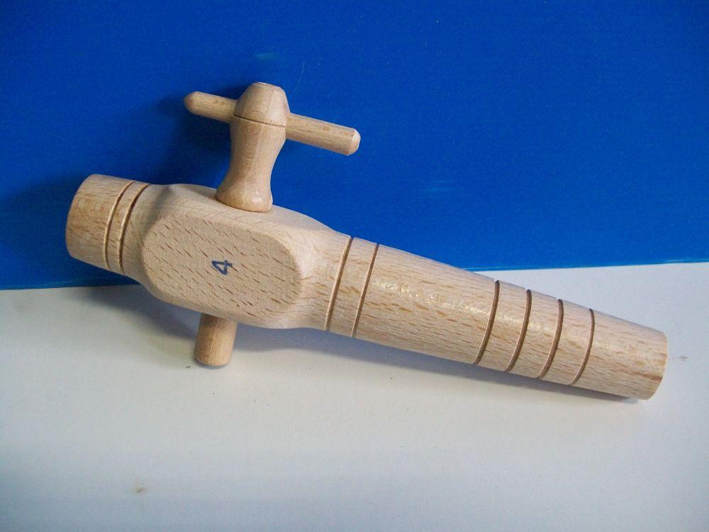 rubinetto in legno