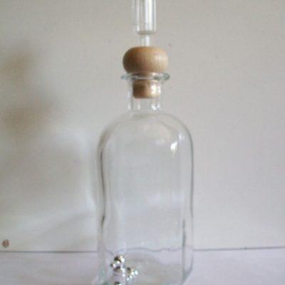 Bottiglia di grappa con rubinetto